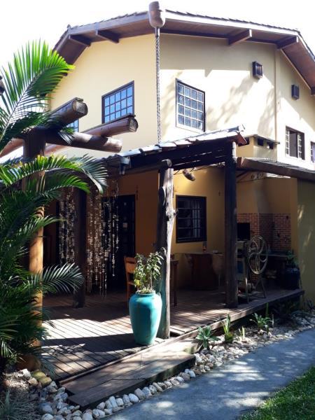 Casa-Codigo-1084-para-alugar-no-bairro-Joaquina-na-cidade-de-Florianópolis