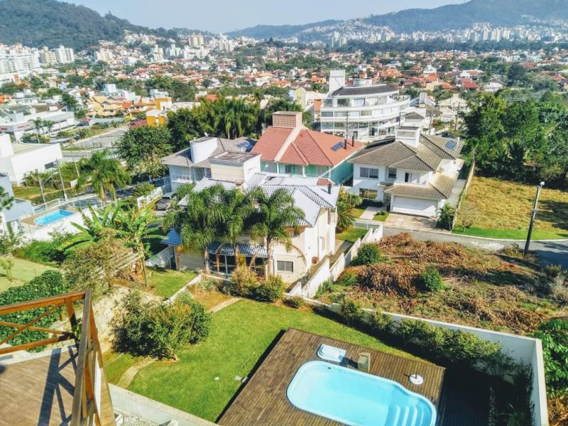Casa-Codigo-1147-a-Venda-no-bairro-Córrego-Grande-na-cidade-de-Florianópolis