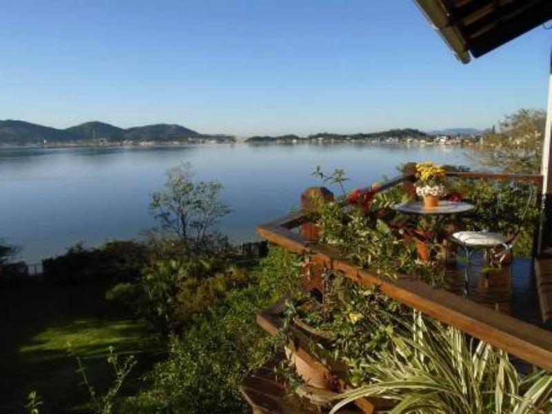 Casa-Codigo-1182-a-Venda-no-bairro-Lagoa-da-Conceição-na-cidade-de-Florianópolis