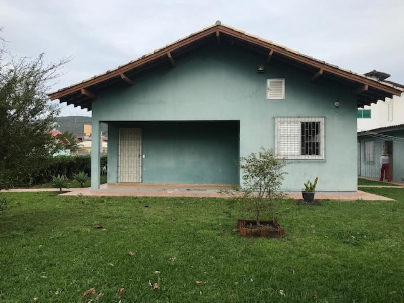 Casa-Codigo-1185-a-Venda-no-bairro-Barra-da-Lagoa-na-cidade-de-Florianópolis