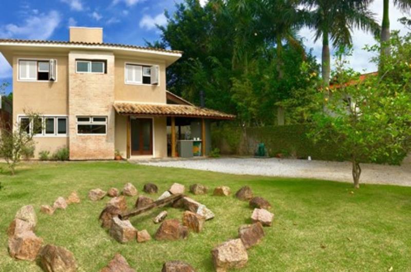 Casa-Codigo-1188-a-Venda-no-bairro-Lagoa-da-Conceição-na-cidade-de-Florianópolis