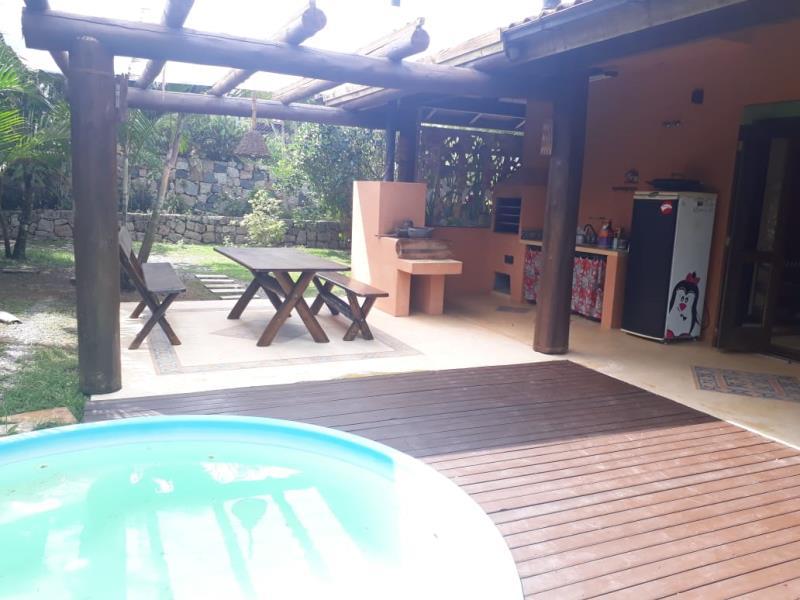 Casa-Codigo-1219-para-alugar-no-bairro-Campeche-na-cidade-de-Florianópolis