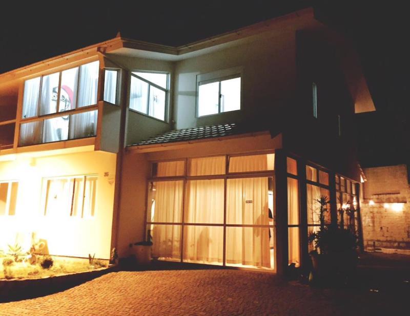 Casa-Codigo-1227-para-Alugar-na-temporada-no-bairro-Barra-da-Lagoa-na-cidade-de-Florianópolis