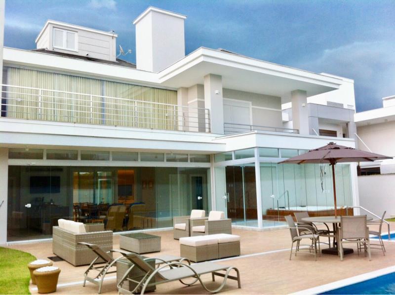 Casa-Codigo-1244-a-Venda-no-bairro-Jurerê-Internacional-na-cidade-de-Florianópolis