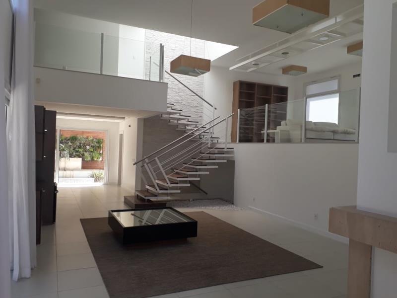 Casa-Codigo-1247-a-Venda-no-bairro-Lagoa-da-Conceição-na-cidade-de-Florianópolis