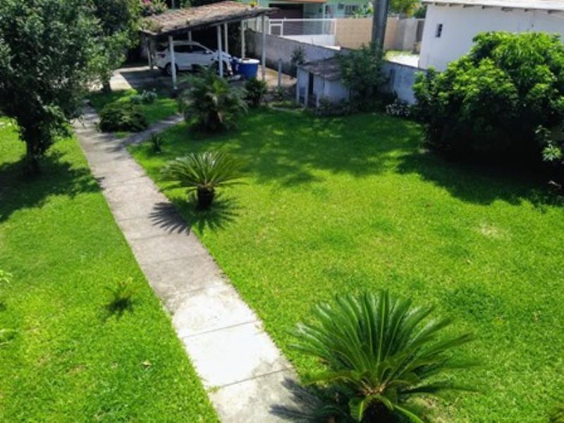 Casa-Codigo-1252-a-Venda-no-bairro-Barra-da-Lagoa-na-cidade-de-Florianópolis