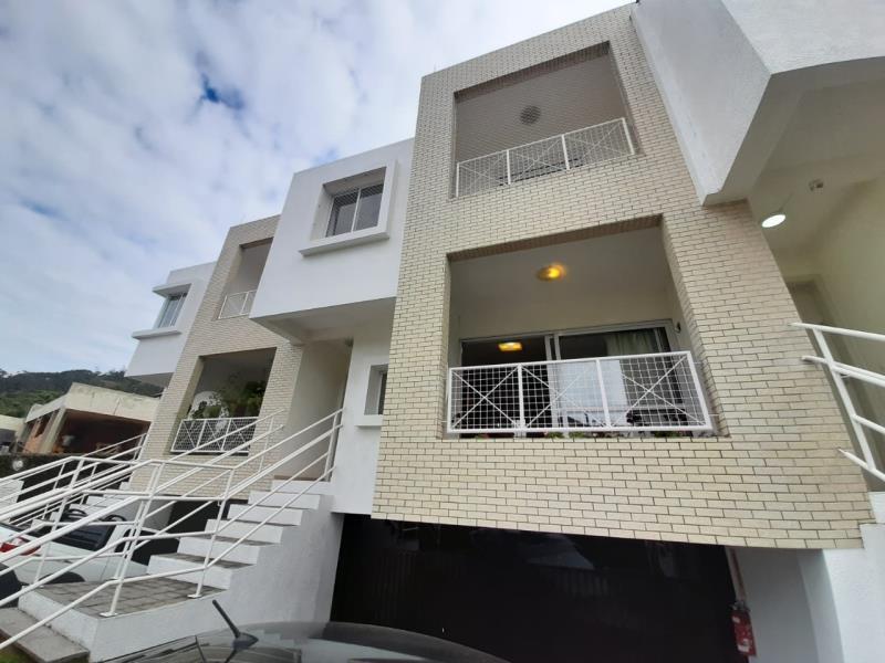 Casa-Codigo-1276-para-alugar-no-bairro-Lagoa-da-Conceição-na-cidade-de-Florianópolis