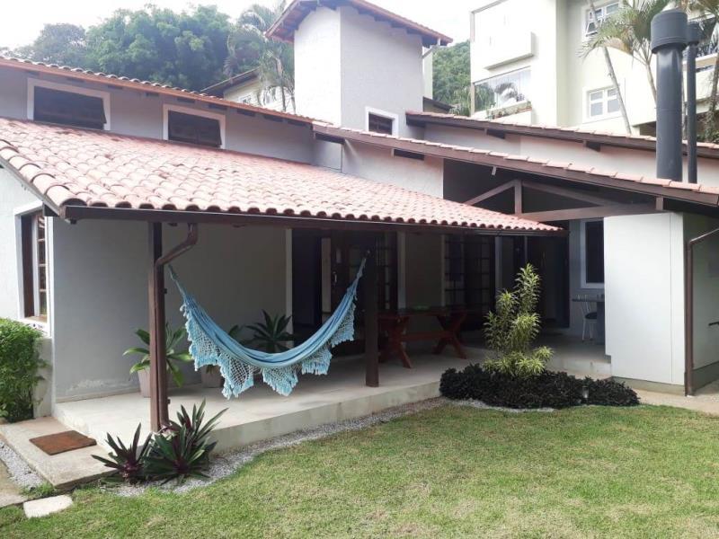 Casa-Codigo-1340-a-Venda-no-bairro-Lagoa-da-Conceição-na-cidade-de-Florianópolis