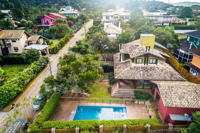 Casa-Codigo-1387-a-Venda-no-bairro-Rio-Tavares-na-cidade-de-Florianópolis