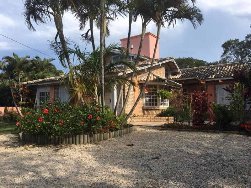 Casa-Codigo-1433-para-alugar-no-bairro-Lagoa-da-Conceição-na-cidade-de-Florianópolis