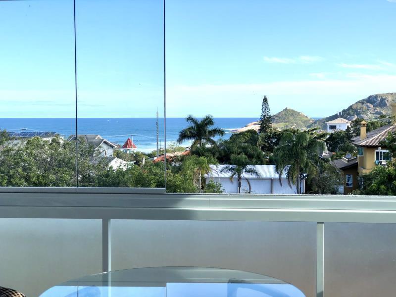 Casa-Codigo-1453-para-Alugar-na-temporada-no-bairro-Praia-Mole-na-cidade-de-Florianópolis