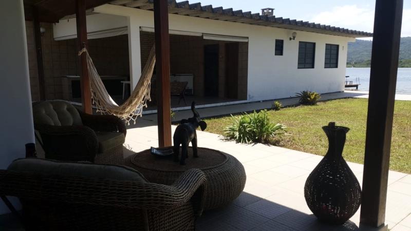 Casa-Codigo-1474-a-Venda-no-bairro-Lagoa-da-Conceição-na-cidade-de-Florianópolis