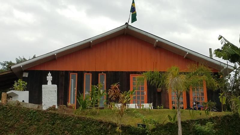 Casa-Codigo-1518-a-Venda-no-bairro-Barra-da-Lagoa-na-cidade-de-Florianópolis