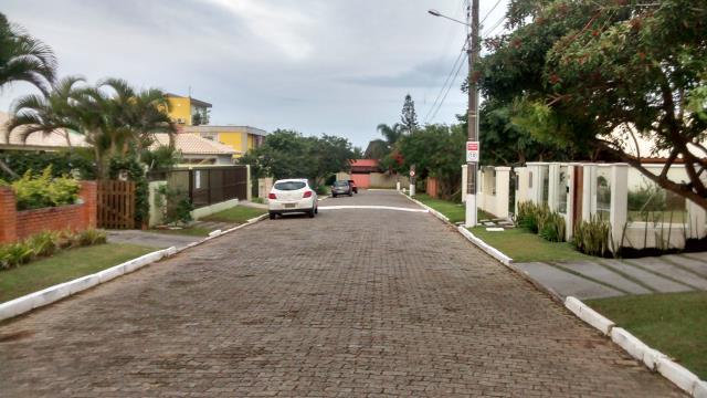 2. Condomínio com rua calçada