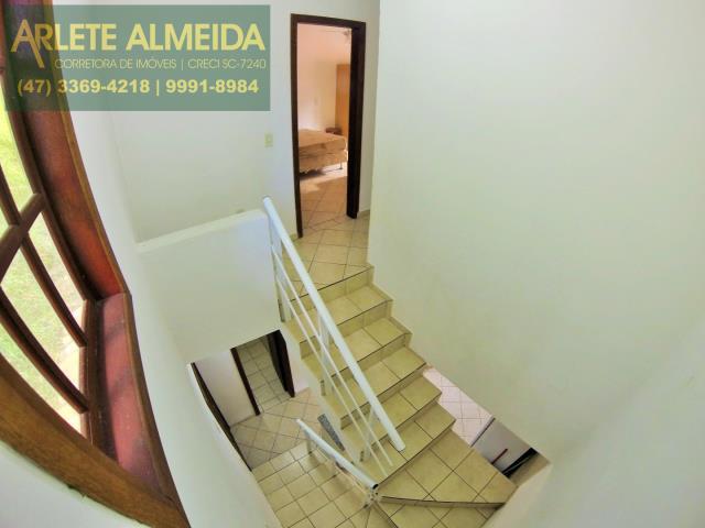 33 - ESCADA DE ACESSO AOS DORMITORIOS