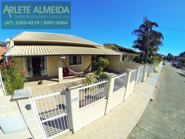 Casa Codigo 859 a Venda no bairro-Centro na cidade de Porto Belo
