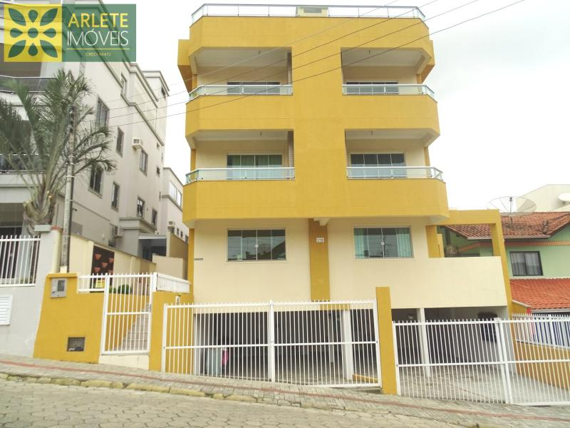 Apartamento Codigo 450 para Temporada no bairro Bombas na cidade de Bombinhas