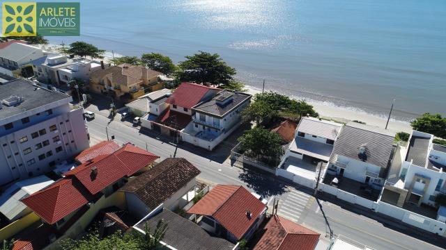 37 - vista aérea casa beira mar perequê porto belo locação