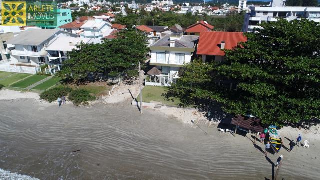 38 - vista aérea casa beira mar perequê porto belo locação