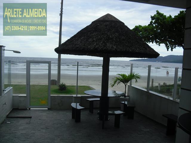 14 - área externa casa beira mar perequê porto belo locação