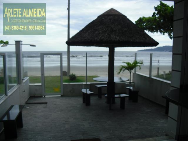 15 - área externa casa beira mar perequê porto belo locação