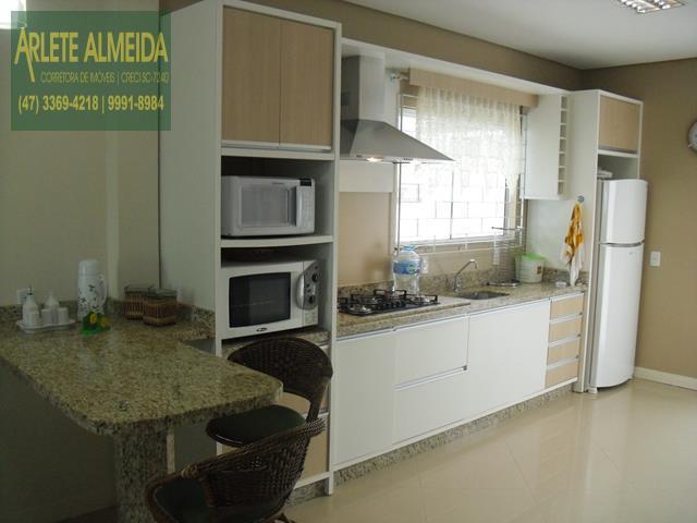 17 - cozinha casa beira mar perequê porto belo locação