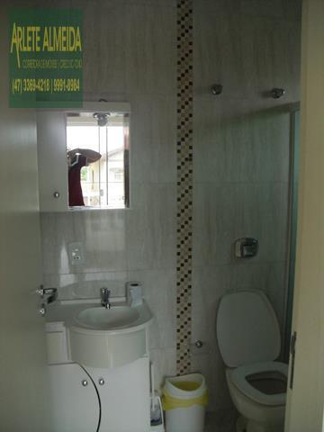 20 - banheiro casa beira mar perequê porto belo locação
