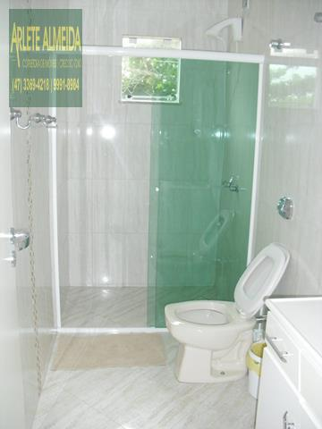 27 - banheiro casa beira mar perequê porto belo locação