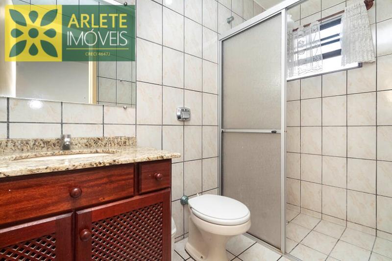 28 - banheiro social piso superior  imóvel locação porto belo