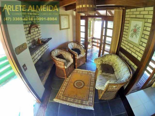6 - sala de estar casa locação araçá porto belo