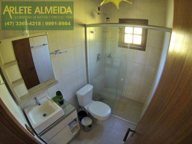 13 - banheiro social casa locação araçá porto belo