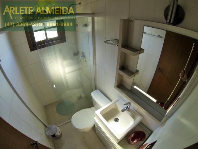 13 - banheiro casa locação estaleiro porto belo