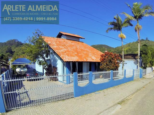 Casa Codigo 885 a Venda no bairro-Centro na cidade de Porto Belo