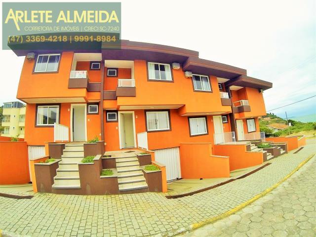 Sobrado Codigo 391 para Temporada no bairro Quatro Ilhas na cidade de Bombinhas