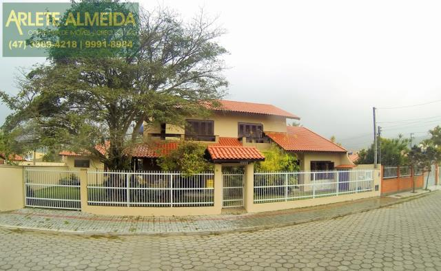 Casa Codigo 888 a Venda no bairro-Centro na cidade de Porto Belo