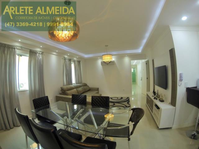 Apartamento Codigo 351 para Temporada no bairro Centro na cidade de Bombinhas