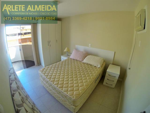 7 - dormitório casal  locação bombinhas