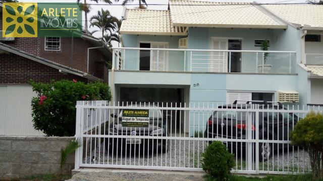 Casa Codigo 147 para Temporada no bairro Centro na cidade de Porto Belo