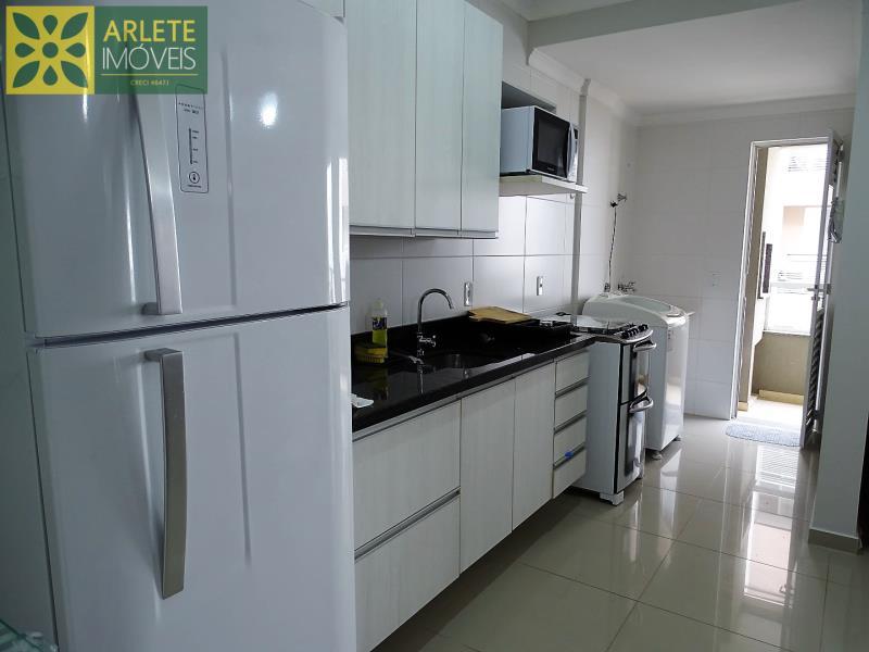22 - cozinha apartamento locação bombas