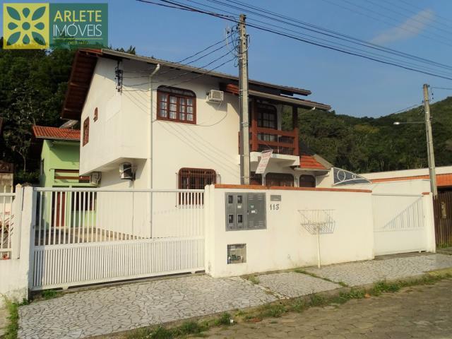 16 - fachada residencial imóvel locação porto belo