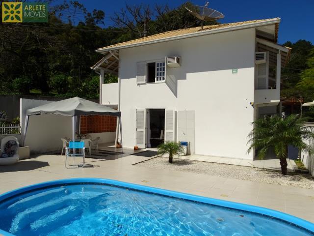 Casa Codigo 181 para Temporada no bairro Centro na cidade de Porto Belo
