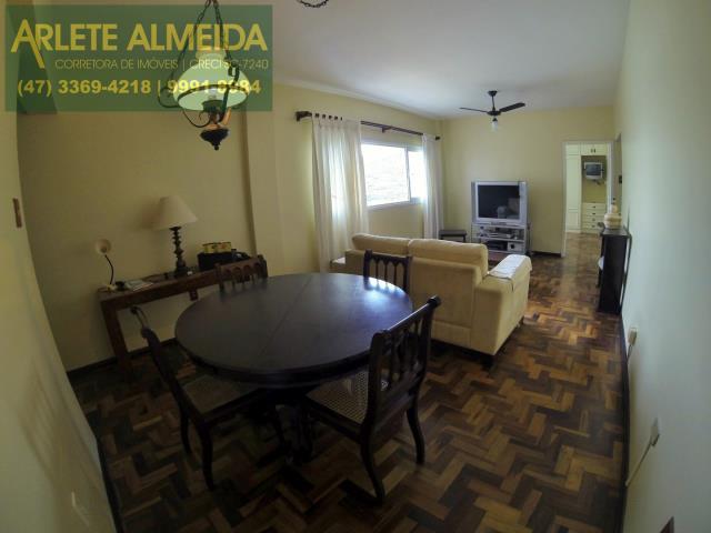 Apartamento Codigo 717 para Temporada no bairro Centro na cidade de Balneário Camboriú