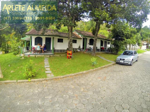 Casa Codigo 715 a Venda no bairro-Centro na cidade de Porto Belo