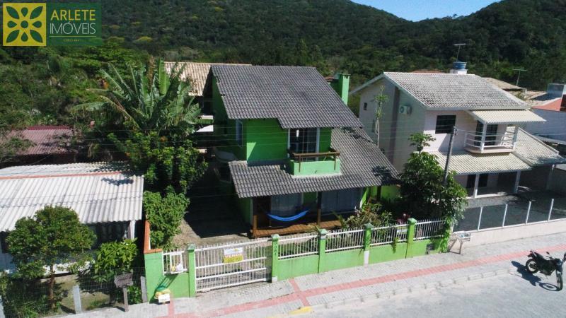 Casa Codigo 1019 a Venda no bairro-Mariscal na cidade de Bombinhas