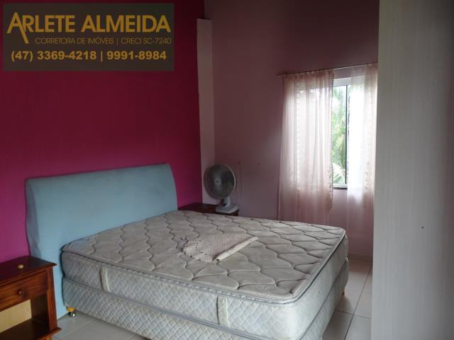 24 - dormitorio fundos