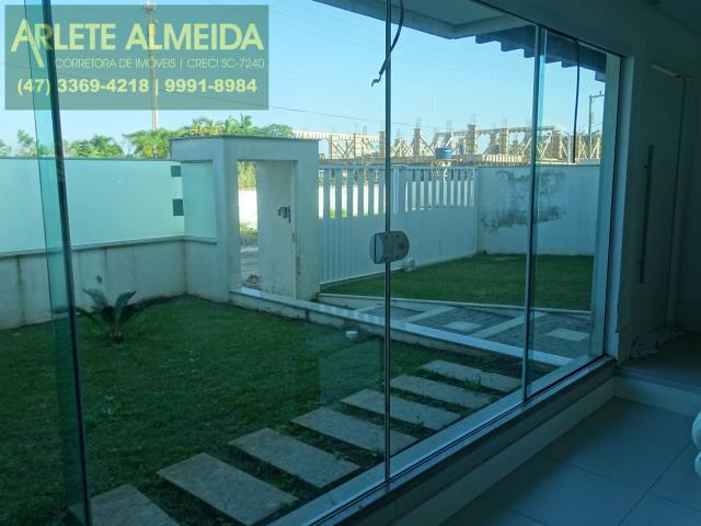 Casa-Codigo-1076-a-Venda-no-bairro-Mariscal-na-cidade-de-Bombinhas