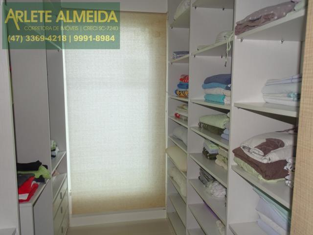 28 - closet suite principal