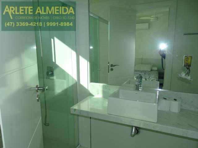 33 - banheiro suite fundos
