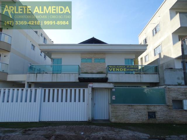 Casa Codigo 1076 a Venda no bairro-Mariscal na cidade de Bombinhas