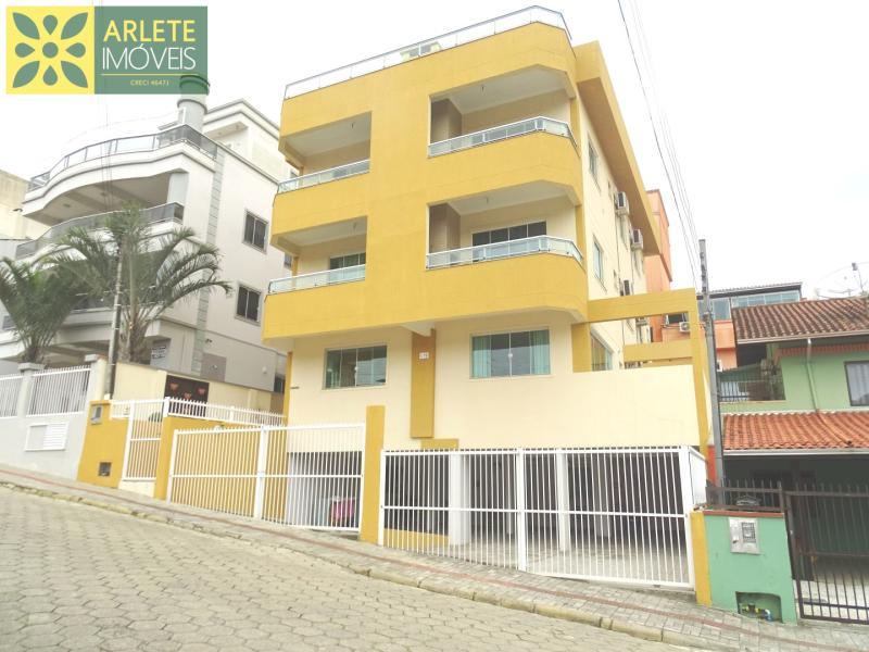 Apartamento Codigo 451 para Temporada no bairro Bombas na cidade de Bombinhas